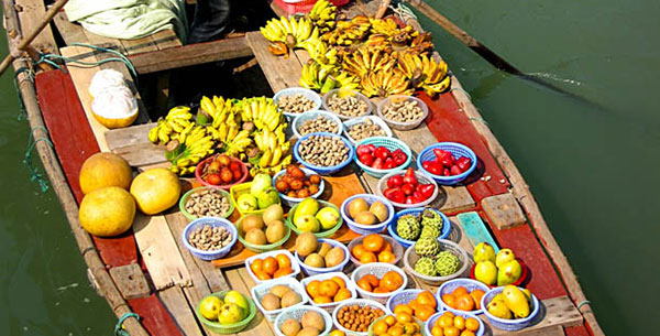 Floating Market at Vietnam Discover Recover
