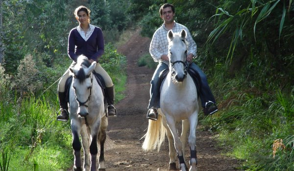 Go horseriding together at Florblanca