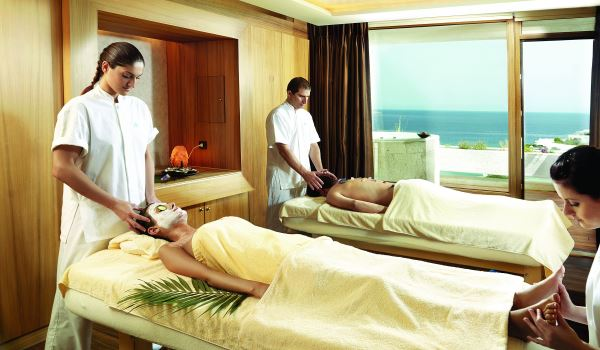 Relax and unwind together at Zighy Bay