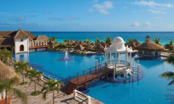 Now Sapphire Riviera Cancun pool view